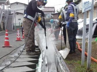 側溝高圧洗浄作業