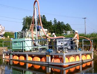 バキューム吸引式台船ロータリー掘削機